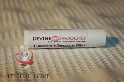 Devine Smooches005