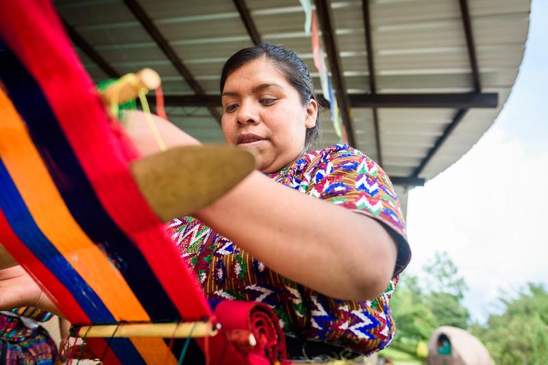 Kelly Giardina - Project Somos - Weaving Photos-0004