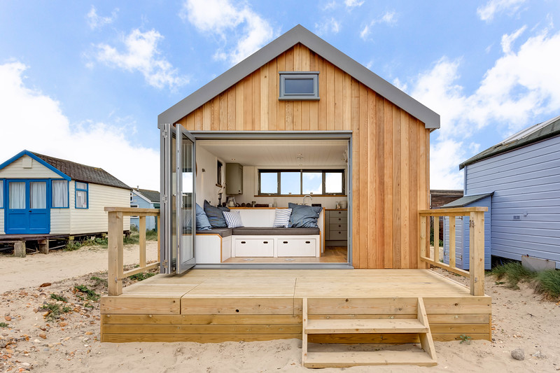 Amazing beach hut with live-in facilities and all mod-cons. Situated on Mudeford, Christchurch