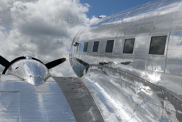 2019-06-08 N18121 (256630) Douglas DC3