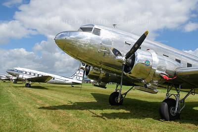 2019-06-08 N18121 Douglas DC3
