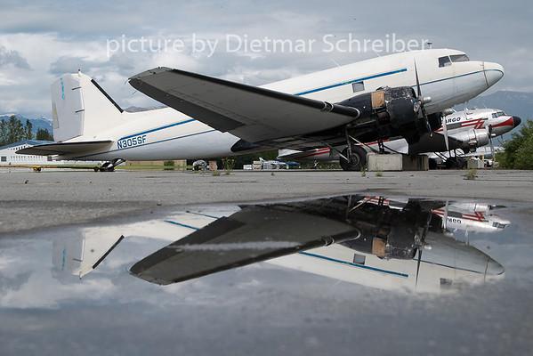 2010-06-18 N305SF Douglas DC3