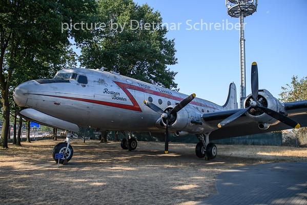 2020-08-09 N88887 (44-9063) Douglas DC4