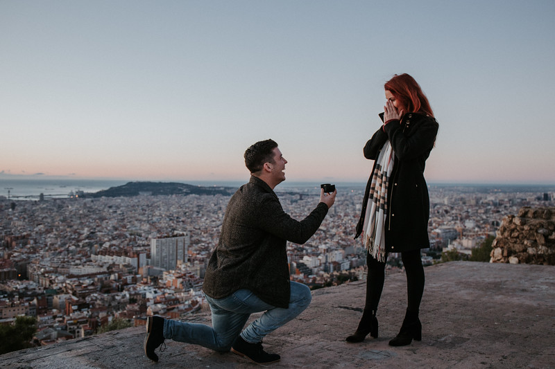"""<div style=""""text-align: center;padding: 0px 0px 0px 0px;font-size:13px; font-family:arapey; letter-spacing:2px; line-height: 23px;"""">Surprise proposal  <br> Bunkers - Barcelona </div>"""