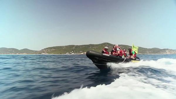 Activistas de Greenpeace se sumergen en Ibiza para denunciar los peligros de las prospecciones petrolíferas. 12 Junio 2014.
