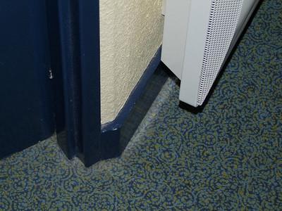 Dans les coins partout la poussière. Le radiateur n'a pas fonctionné.