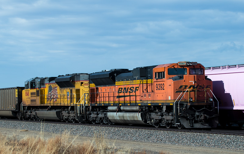 BNSF 9392 SD-70ACe and UP 8848 SD-70AH