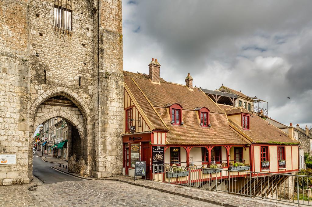 City Gate, Moret-sur-Loing