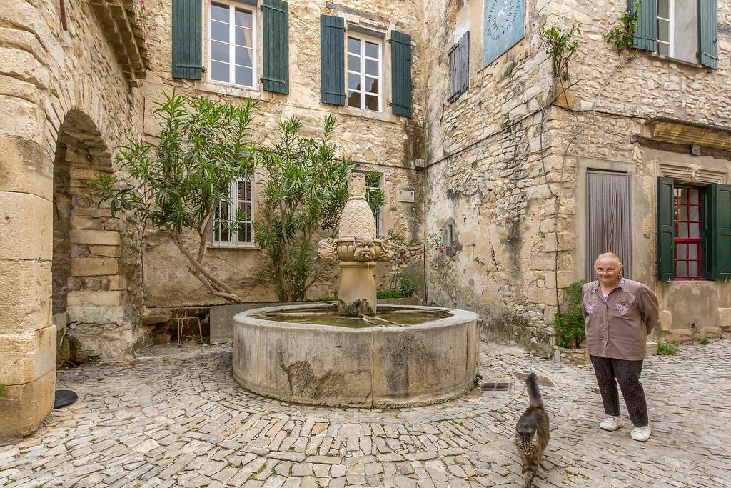 Cat in the Square, Seguret