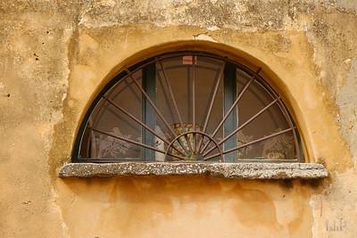Window, Roussillon, France