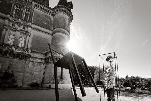 FRANCE. LA PROVENCE. A Charleval, le château style Renaissance a ouvert ses grilles début juillet. L'artiste et mécène Daniel Rocher l'a restauré pour accueillir les œuvres de ses amis. Le parc met en scène des sculptures monumentales – dont les siennes
