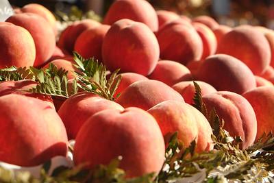Peaches, Mediterranean market, Nice