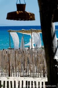 FRANCE. LA PROVENCE. le bar restaurant La Cabane Bambou sur la plage de Ramatuelle.