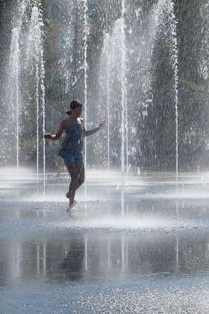 Girl in the fountain