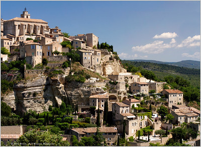 """Gordes' waitress on break... keep looking, you'll find her! (double-click image to view at """"O"""" or original size, then use side bars to scroll across image)"""