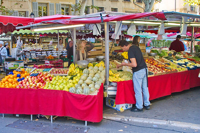 There were more fruit and vegetable stands than any other.  All the fruits and vegetables are fresh.  I bought some fruit, honey and bread to take back to the hospital.