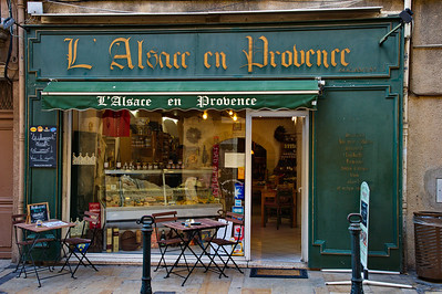 L'Alsace en Provence is a shop specializing in Alsace foods.  Alsace is a region in the north of France.