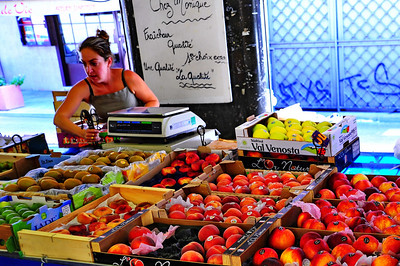 Antibes_fruit_stand_D3S3701
