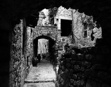 Peillon_Arched-passage_B&W_LAN2524_11X14