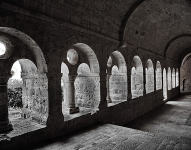 Thoronet_Abbey_Arched-Walkway_B&W_LAN2846_11x14