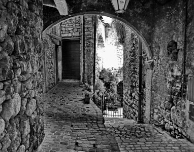 Tourrettes_patio_D3S3904_11x14_B&W
