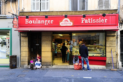 Bannette is a chain of bakeries throughout Provence.  This one is in Aix en Provence.  The mother is teaching her daughter how to beg.