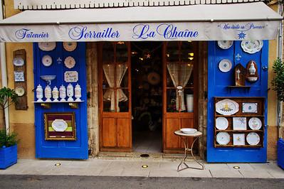 Moustiers-Saint-Marie_Serrailer_China_store_LAN2143