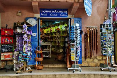 Moustiers-Saint-Marie_Souvenir_shop_LAN2137