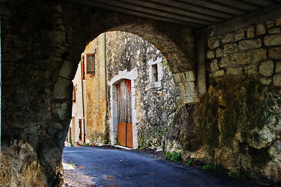 Coursegoules_Dark-archway_LAN4397