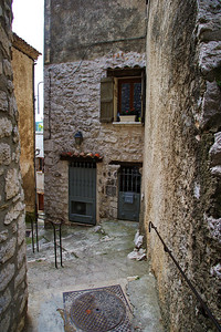 Coursegoules_Stepped-street_LAN4400