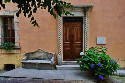 Coursegoules_Bench_Front-door_LAN4411
