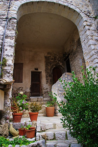 Coursegoules_Arched_Front-porch_LAN4417