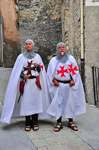 Entrevaux takes is past serious with two Knights Templar greeting visitors.  The knights were complete with head mail and swords and that red cross.