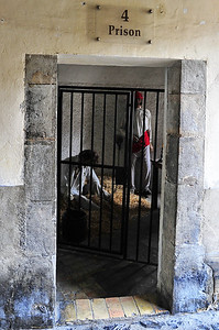 The town jail was found in one of the towers.