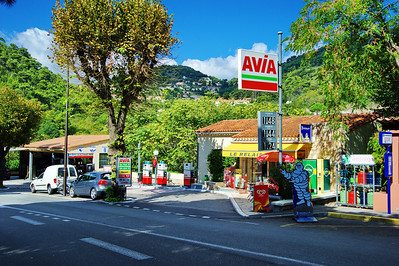 Eze_Avia_Gas-station_D3S6980