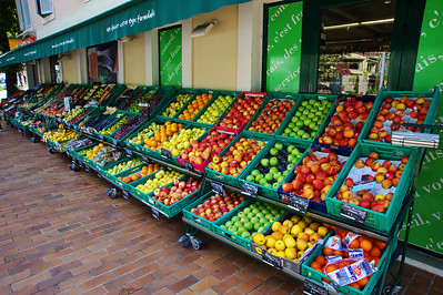 Eze_Fruit-stand_diagonal_D3S6955