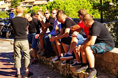 Eze_French-guys_talking_D3S6884