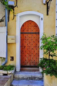 Antibes_Arched_wooden_door_D3S3734