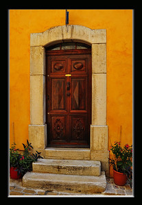 Tourrettes_French_door_Yellow-bldg border_D3S3909