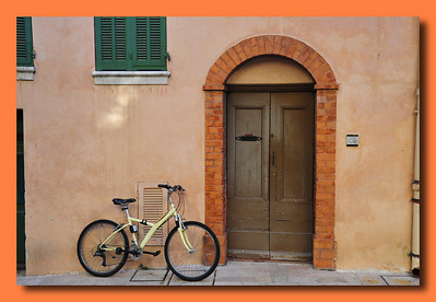 Vence_Bicycle Oval-door border_D3S0256