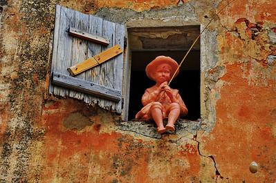 Boy_Window_fishing_D3S4083