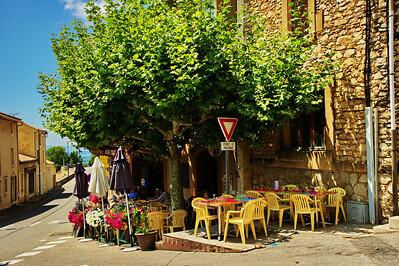 St Saturnin les Apt sidewalk cafe
