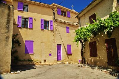 Valensole_House_Purple-shutters_LAN2095