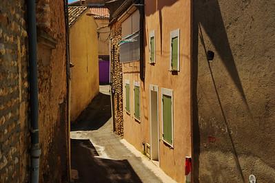 Valensole_Narrow-street_LAN2092