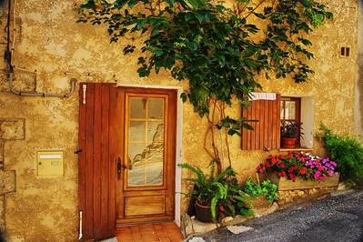 Valensole_Front-door_LAN2066