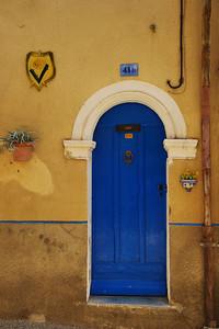 Valensole_Blue-oval_door_LAN2088
