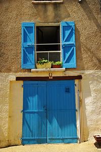 Valensole_Blue-door_blue_shutters_LAN2082