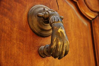 Valensole_Hand_door_knocker_LAN2073