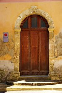 Valensole_Chapel_door_LAN2077