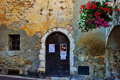 LeBroc_Arched-door Flower-hanging-basket_LAN2661